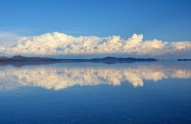 odraz mraků v moři