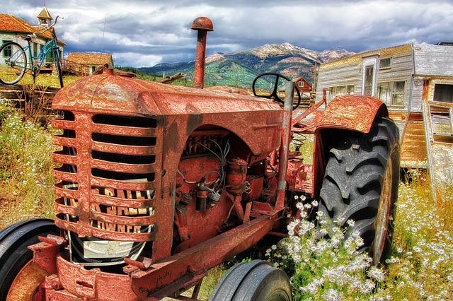 starý traktor.jpg