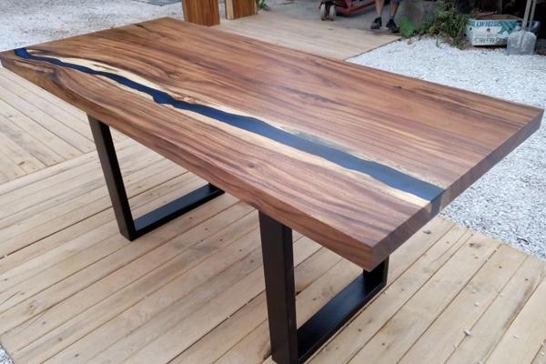 masiv stůl